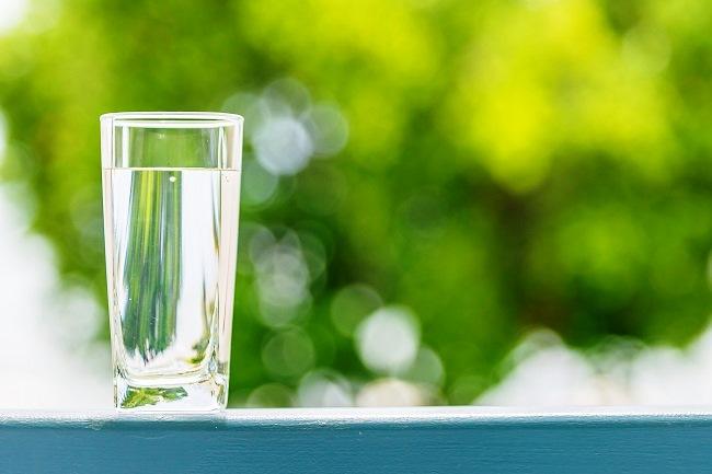 8 čaša vode dnevno za zdrava crijeva - Kivilaks