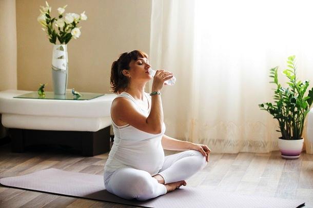 Za postizanje optimalne hidratacije u trudnoći trebate povećati unos tekućine - Kivilaks